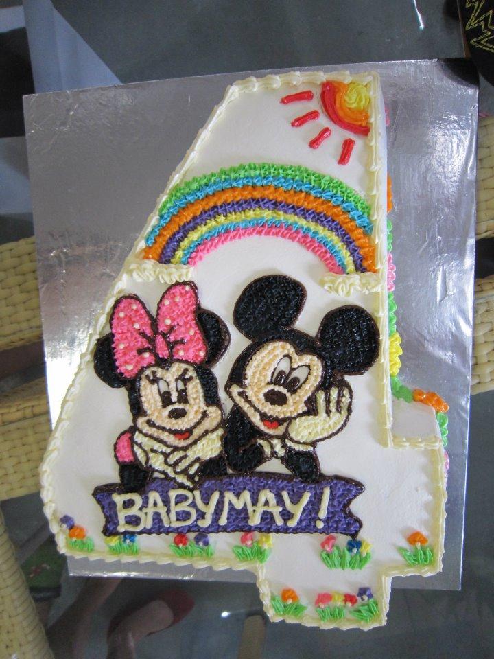 Bánh sinh nhật của những con chuột xinh xắn.